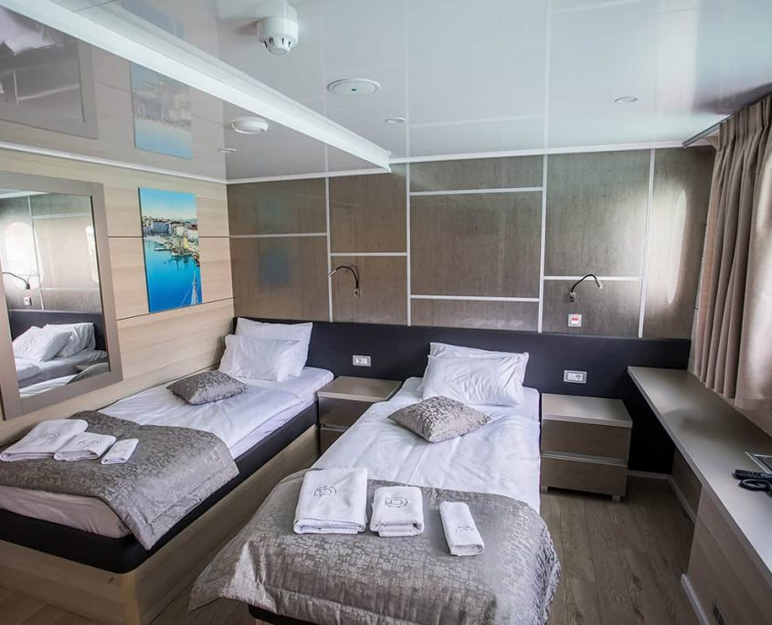 FREEDOM Twin cabin