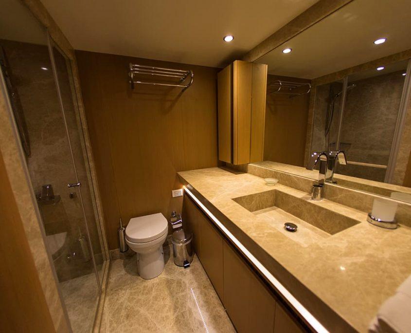 LE PIETRE Bathroom