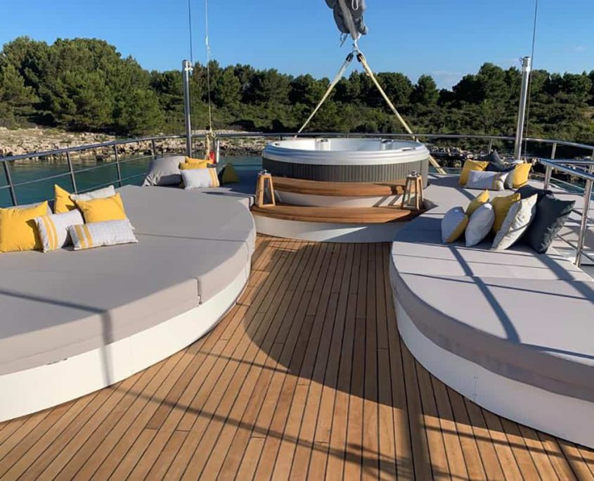 LADY GITA Sun deck