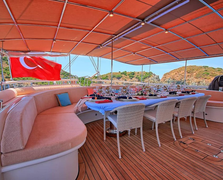 QUEEN OF SALMAKIS Aft deck