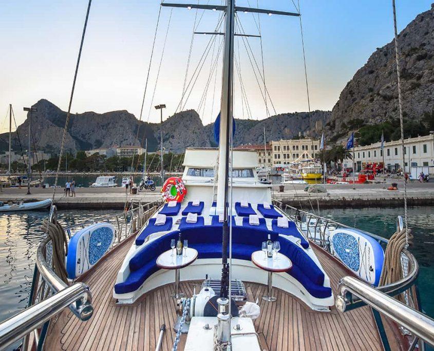 SAINT LUCA Front deck