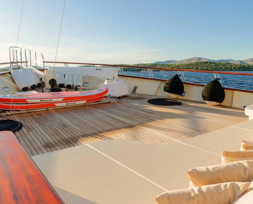 SON DE MAR Front deck