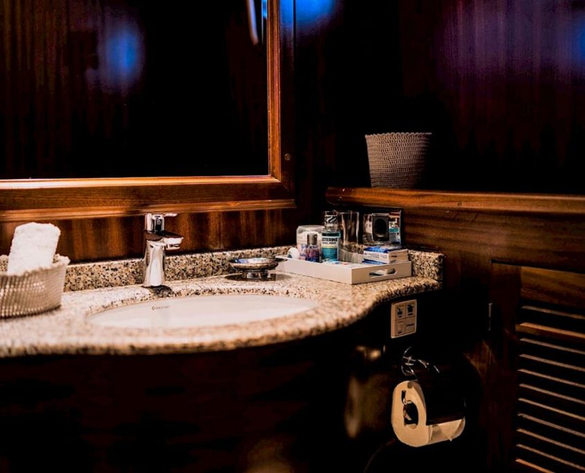 CAPRICORN 1 Bathroom