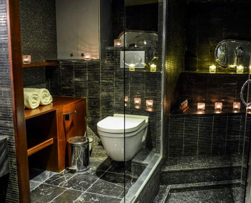 PAPA JOE Bathroom