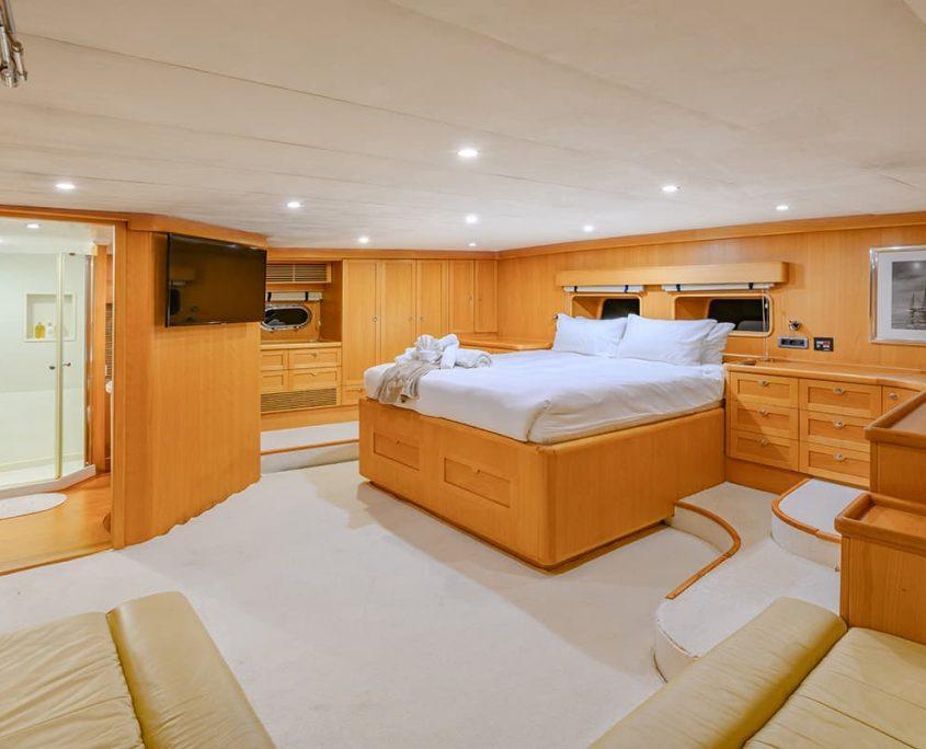 VIVA SHIRA Master cabin
