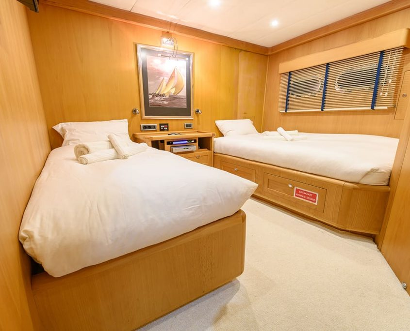 VIVA SHIRA Twin cabin