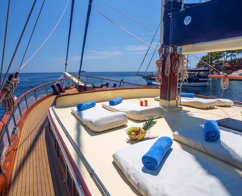 ELEGANZA Sun deck